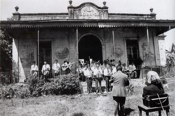 Villa Maria Lucia: León Gieco junto al Maestro Cristales y la Banda de Musica
