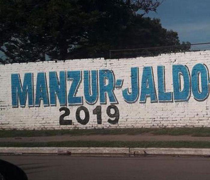 Las paredes se cubren de candidatos peronistas
