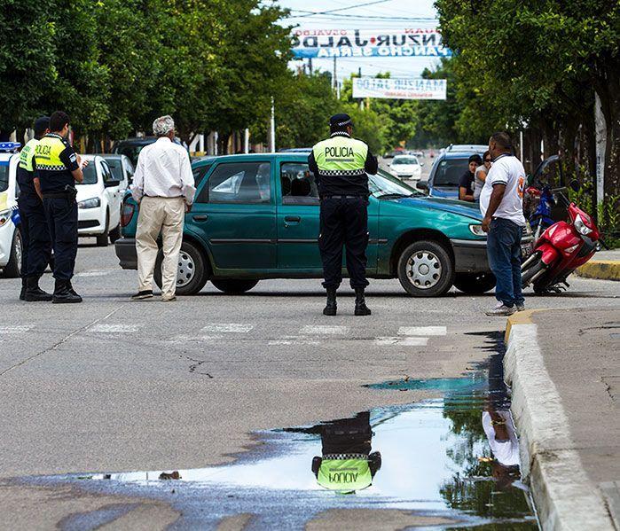 accidente-auto-moto-esquina-24-y-sarmiento